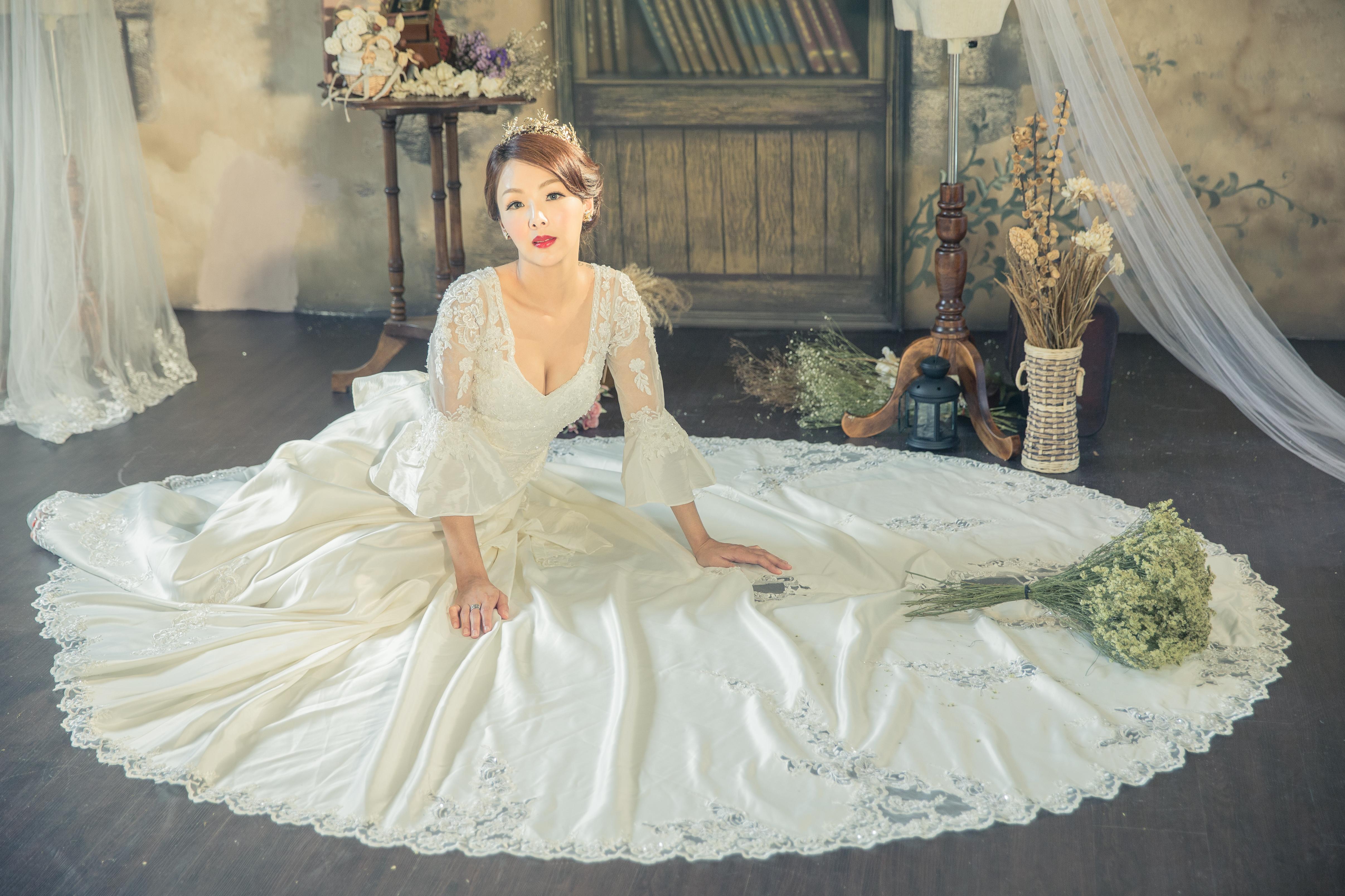 1+1愛的故事館-手工婚紗工作室(禮服出租:手工白紗,手工禮服)