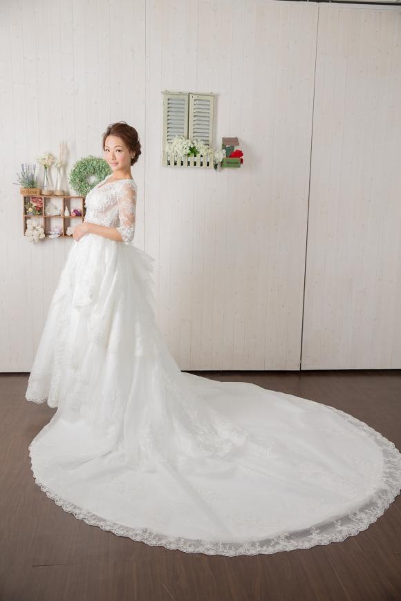 頂級手工婚紗系列:長拖經典蕾絲白紗 [婚宴款]