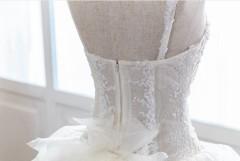 手工婚紗出租:心型領浪漫花瓣白紗