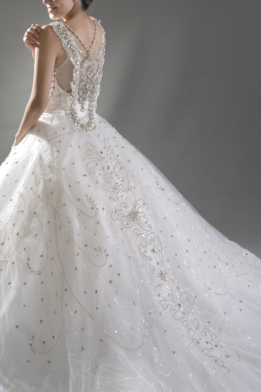 ALINA WHITE手工婚纱